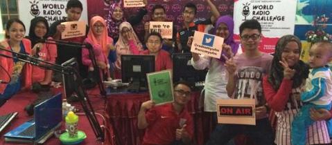 Malasia / Foto familiar del equipo de MyU FM